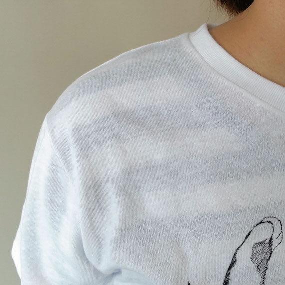 猫抱っこTシャツの白は薄く透ける感じの生地