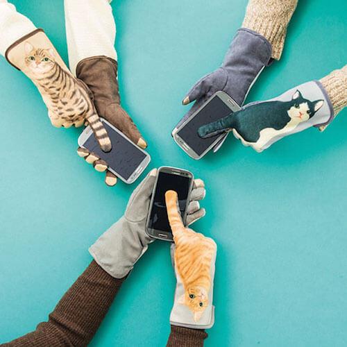 みんなで猫パンチ手袋を装着