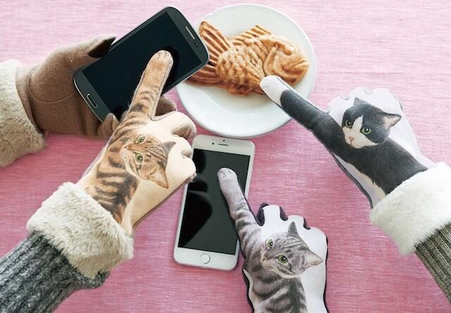 今年の冬は「猫パンチ手袋」でスマホをタッチ操作するにゃ