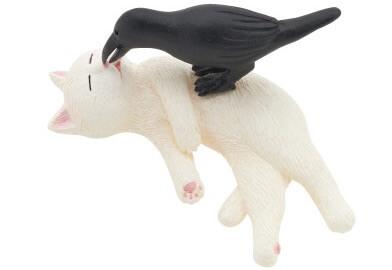 猫とカラスのいたずらフィギュア(白猫)