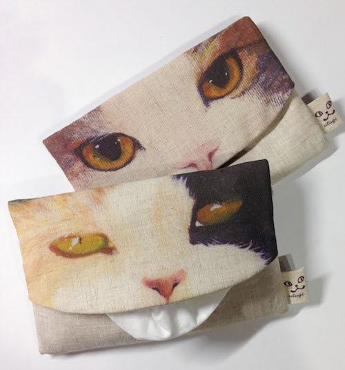 猫が⾆を出しているよう見えるポケットティッシュケース