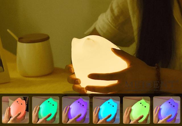 8色のLEDライトが切り替わる猫型ランプ