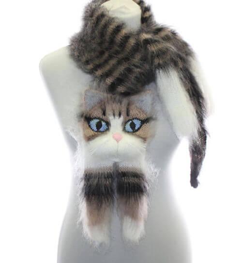 猫が首に巻き付いたようなマフラー