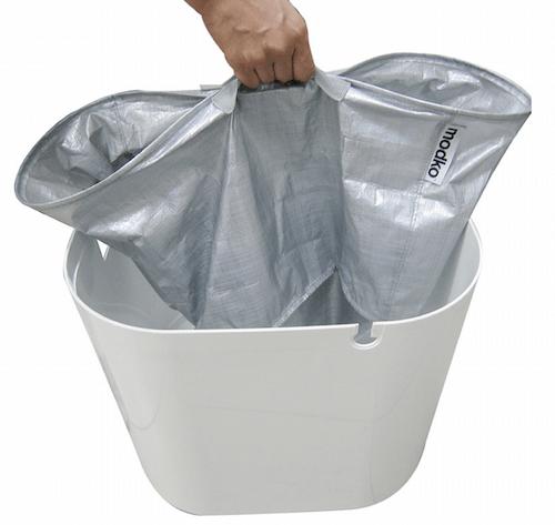 猫トイレ「ModKat モドキャット」はライナーを持ち運んで猫砂の入れ替えが可能