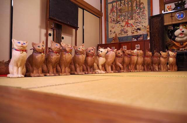 雲林寺には新作の猫作品が50個も展示