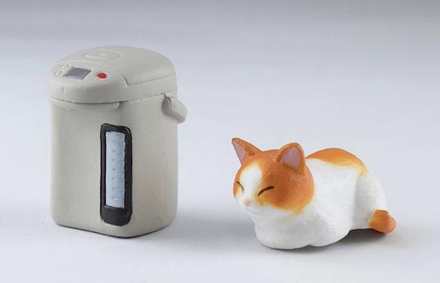 給湯ポットと猫フィギュアは切り離し可能
