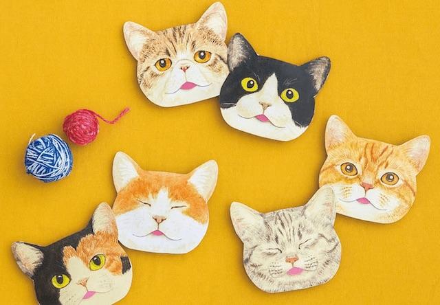 猫が舌をしまい忘れた姿をモチーフにした「あぶらとり紙」