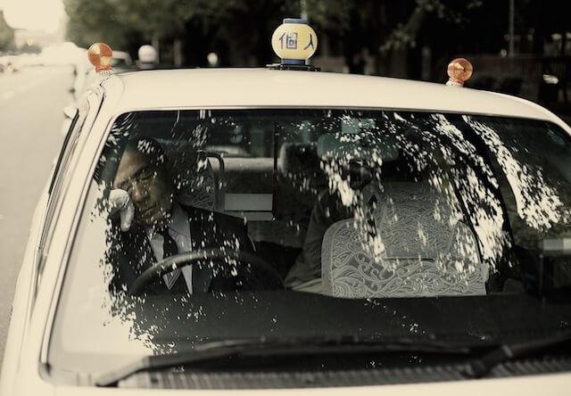 オーストリアの写真家が撮影したタクシー運転手の居眠り姿、Inemuri(居眠り)