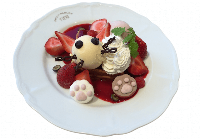 京橋千疋屋フルーツパーラー 2種の苺のねこワッフル