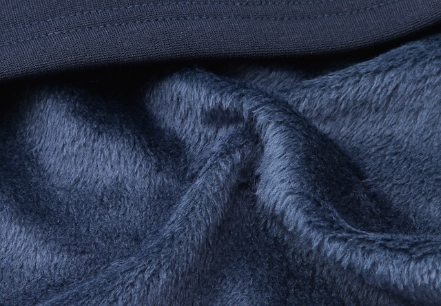 MAC HEAT(マックヒート)「超・特暖」の生地は、上質な起毛感で厚みのある「裏シャギー」素材を採用
