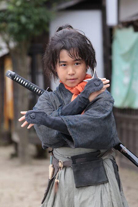 猫忍(ねこにん)の主人公・久世陽炎太の幼少期を演じるのは鈴木福