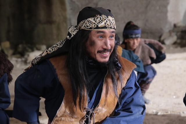 陽炎太と敵対する忍者、青目役を演じる渋川清彦さん