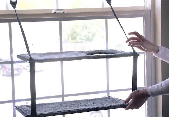 吸着接着型猫ベッド「EZ ウィンドウ マウント」の折り畳み方法1