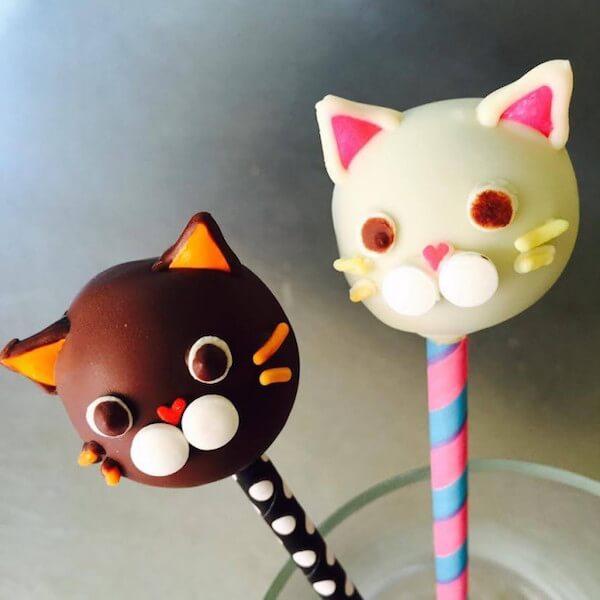 ちよだ猫まつりに登場する猫型ポップケーキ