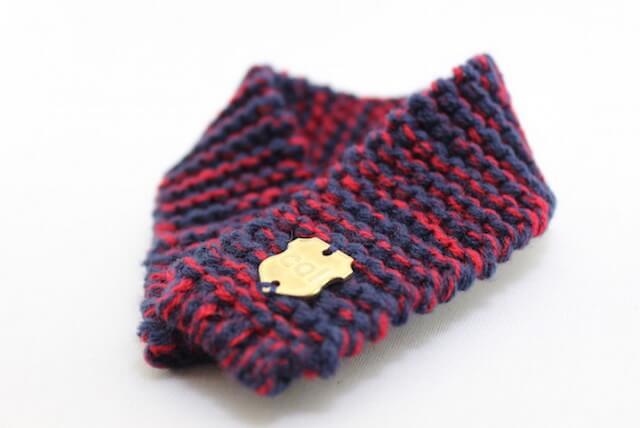 アクリル製の毛糸とゴム編みで猫の安全に配慮した「ネコマフラー(necomuffler)」