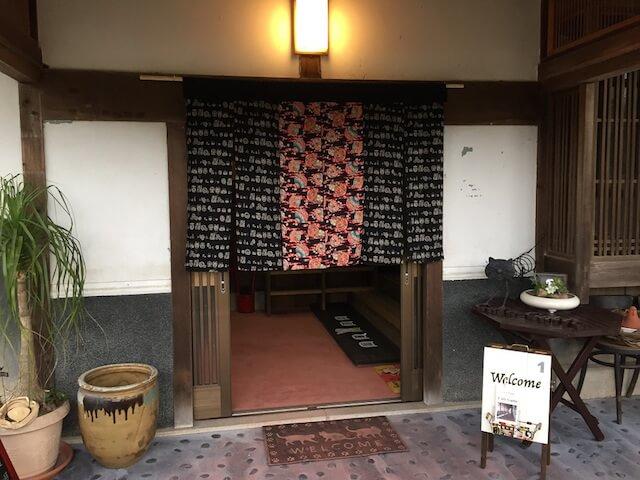 福岡の保護猫カフェ「Cafe Gatto」のエントランス