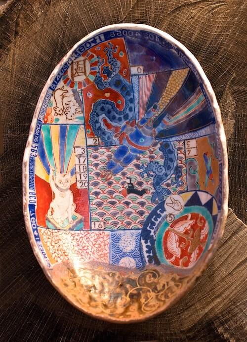 なかむらじんの猫作品「平成色絵印判楕円皿」