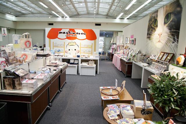 「ねこ休み展」の猫グッズ販売コーナーの様子