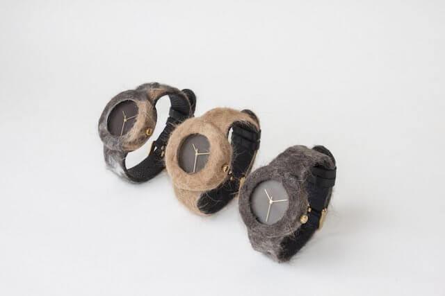 猫の毛で作られた3つの時計