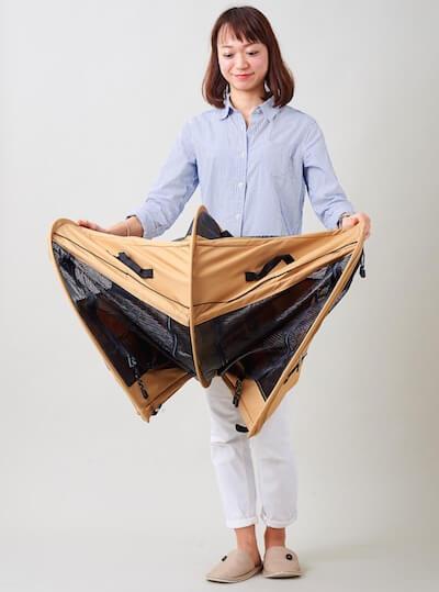 猫キャリーバッグ「ペットツインカーゴ」は手で広げるだけで簡単に設置