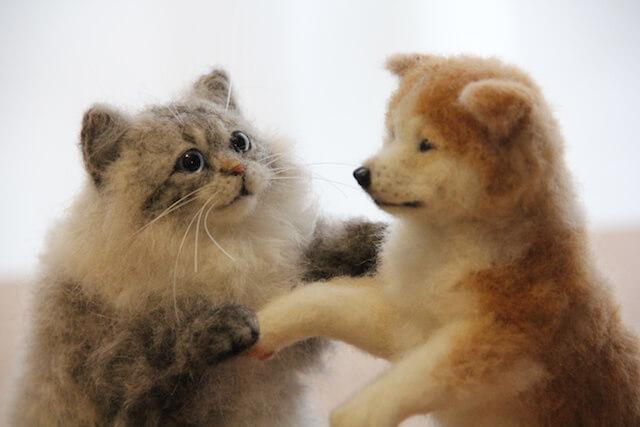 中山みどりさんの羊毛フェルト作品、猫と犬