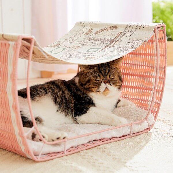 ハンモック一体型の猫ベッド「ゆらゆらハンモック」