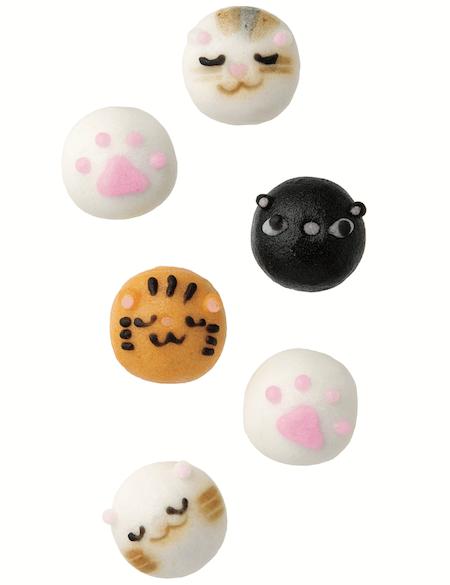 猫の表情や肉球をデザインした一口サイズのおまんじゅう。浪越軒のにゃんこまみれ。