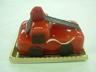 神戸市消防局のコラボ商品、消防車のケーキ