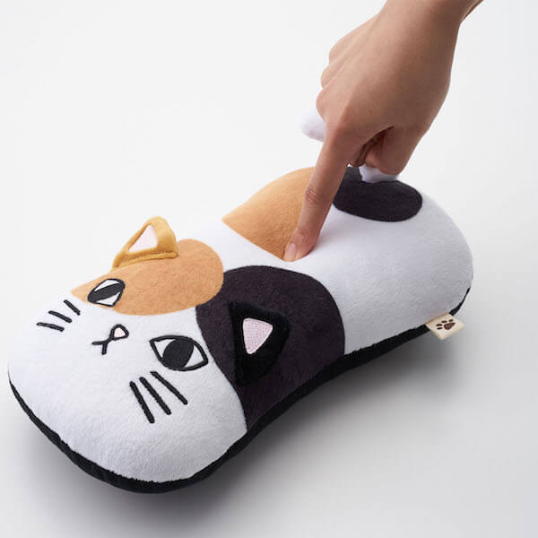 弾力感のあるネコ型シートベルト枕