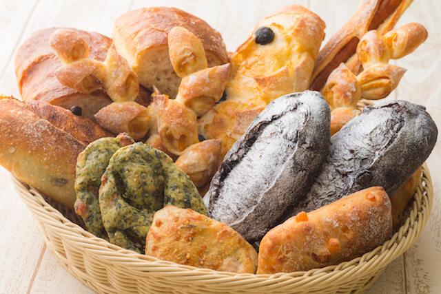 バラエティに富んだ、ベーカリー&カフェ・ブルージンの創作パン