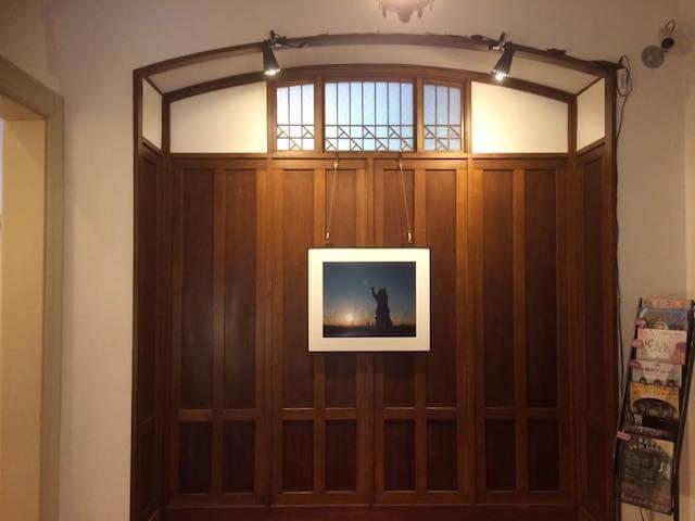 木内ギャラリー展示されている内田園子さんの猫写真
