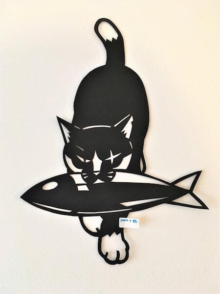 きりえや高木亮の作品、魚を咥えた猫の切り絵