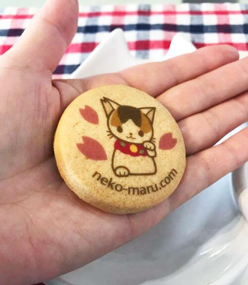 「さくらねこ」がプリントされたお菓子のクッキー