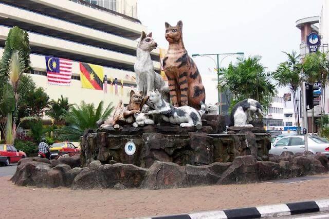 街中に猫の像があるマレーシアの都市「クチン」