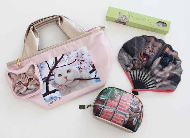 岩合さんの猫グッズ(ポーチ、扇子など) by 池袋マルイ