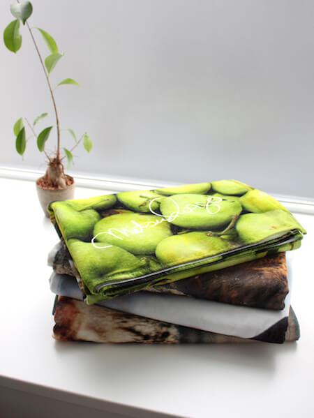 岩合光昭さんの猫ビーチタオルを折り畳んだ状態
