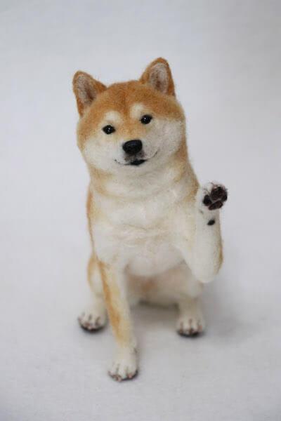 中山みどりさんの新作羊毛フェルト、お手!(柴犬)
