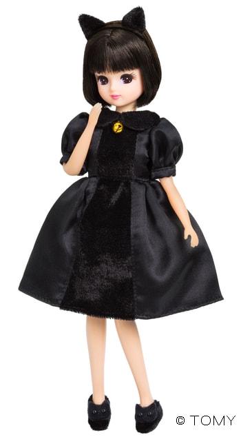 黒猫のような衣装に身を包んだリカちゃん人形、「すずネコリカちゃん」