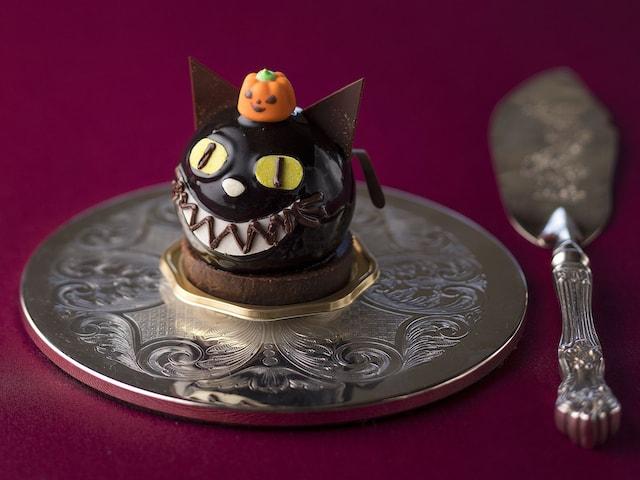 ハロウィン限定の黒猫ケーキ by シェラトンのカフェ トスティーナ