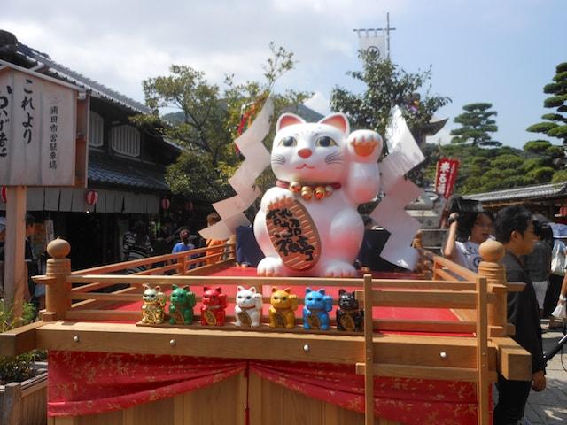 伊勢神宮・おかげ横丁「 来る福招き猫まつり」の開催風景