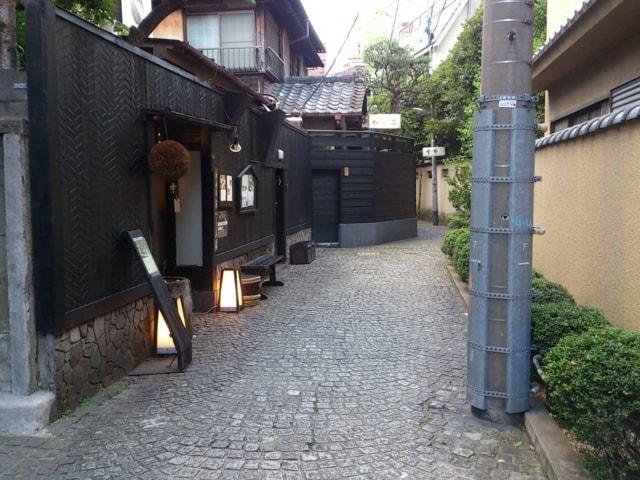 神楽坂の路地裏にある石畳のイメージ写真