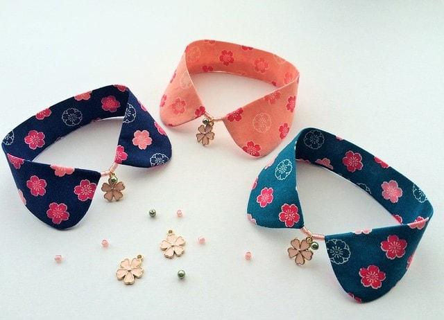 桜をモチーフにしたデザインの猫用つけ襟