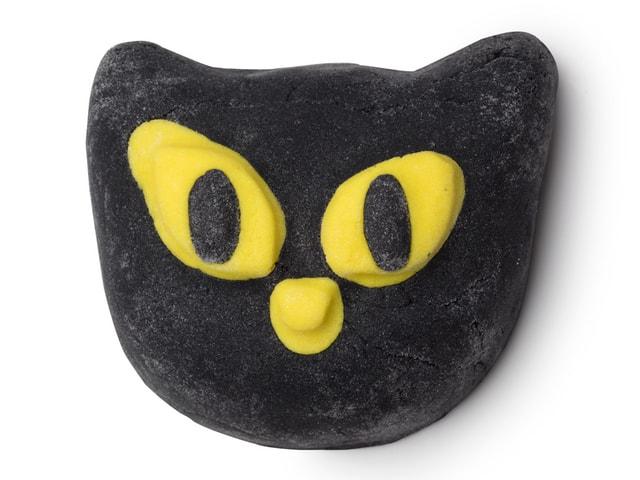 黒猫デザインの入浴剤ビウィッチド(バブルバー) by LUSH(ラッシュ)