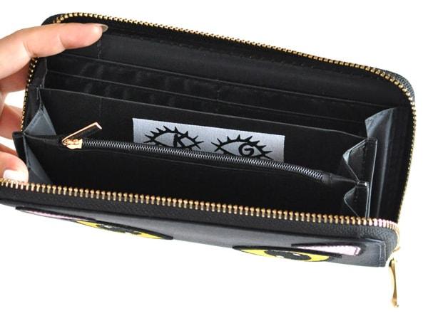 quoteで販売中、「Kate Garey」がデザインした黒猫の長財布の中身