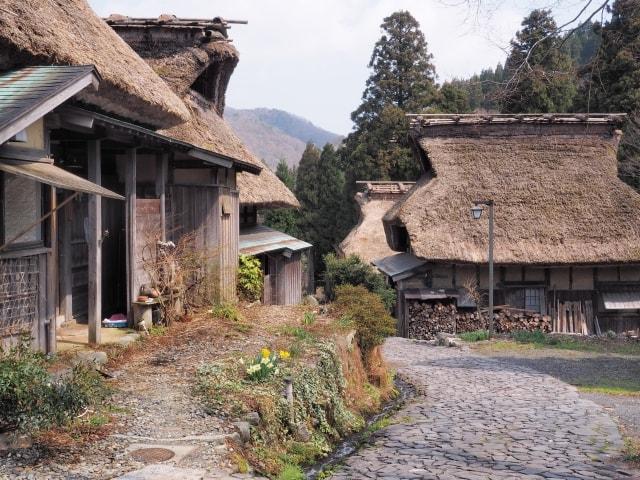 藁葺き屋根の板取宿のイメージ写真