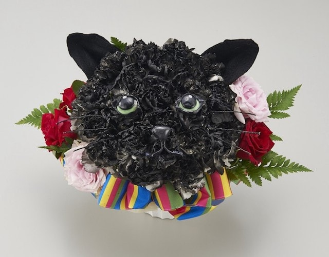 フラワーアレンジ和(なごみ)、黒猫