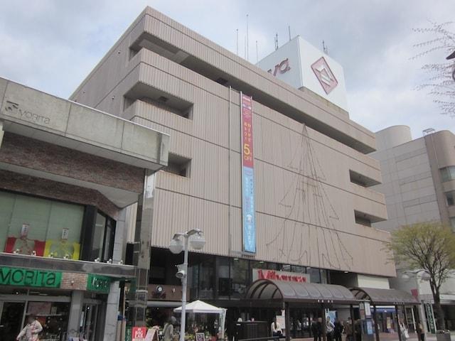 青森県八戸市の百貨店「三春屋」の外観