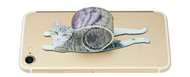 スマホの背面に貼り付けられる猫のしっぽスマホアクセサリー