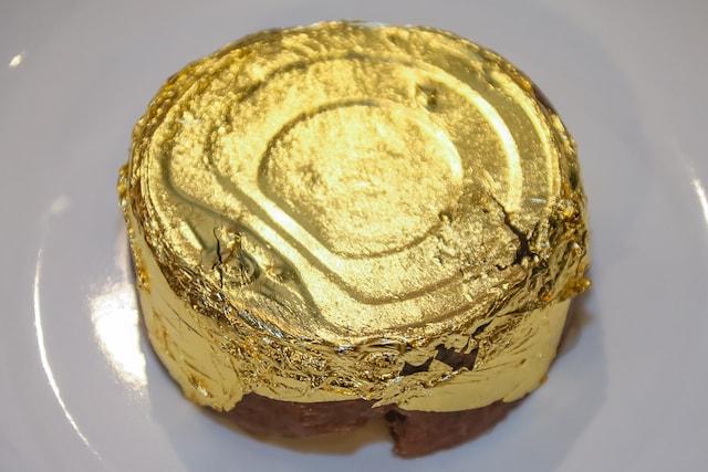本物の金箔を使った「金のねこまんま」