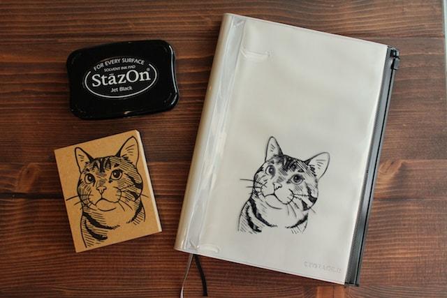 手帳カバーにも押せる猫のスタンプ